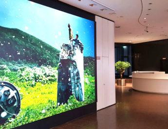 Eingangsbereich zur Magnum-Ausstellung in der Versicherungskammer Bayern