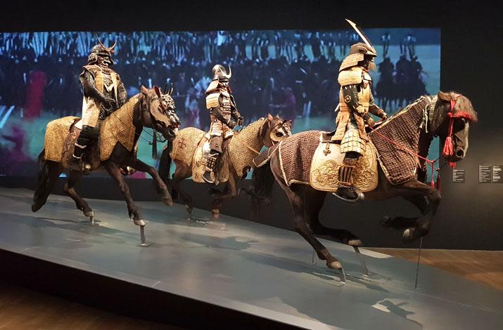 """Samurai-Krieger zu Pferde in der Ausstellung """"Samurai - Pracht des Japanischen Rittertums"""" in der Kunsthalle München"""
