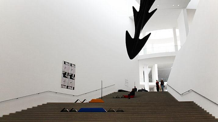 Die Ausstellung Politics of Design in der Pinakothek in München setzt Politik und Design zueinander ins Verhältnis
