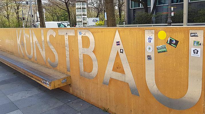 Ausstellung Body Check Martin Kippenberger Maria Lassnig im Kunstbau des Lenbachhaus in München