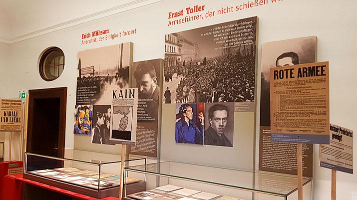 Ausstellungsräume der Monacensia im Hildebrandhaus mit der Ausstellung Dichtung ist Revolution Erich Mühsam - Ernst Toller