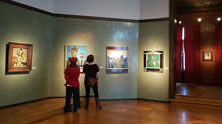 Gemälde von Franz von Stuck in den historischen Räumen des Museum Villa Stuck in der Prinzregentenstraße in München