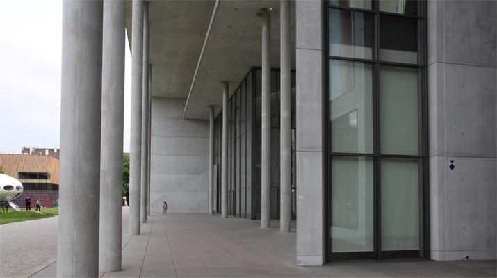 Ausstellung über den Möbelhersteller Thonet in der Pinakothek der Moderne in München