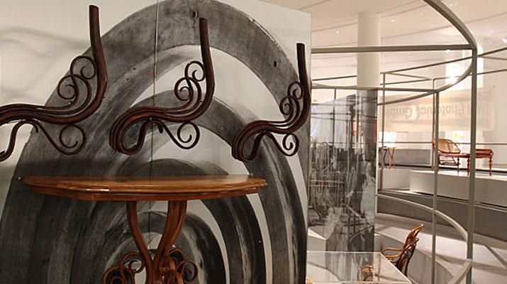Thonet Möbel in der Pinakothek der Moderne in München