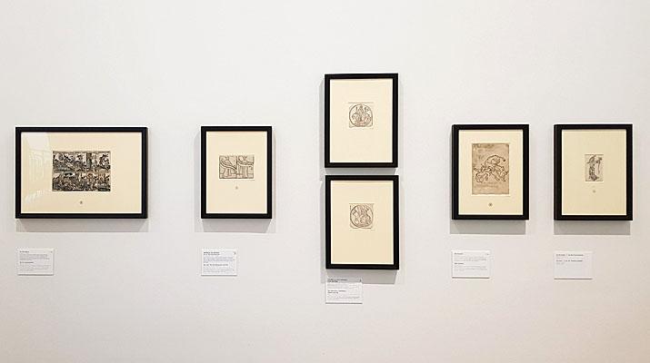 Holzschnitte in der Ausstellung Einblattholzschnitte des 15. Jahrhunderts in der Pinakothek der Moderne in München