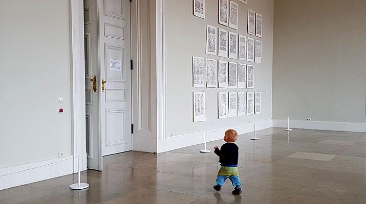 Eingang zur Ausstellung Stereo Katharina Gaenssler und Brigitte Schwacke in der Bayerischen Akademie der Schönen Künste in München