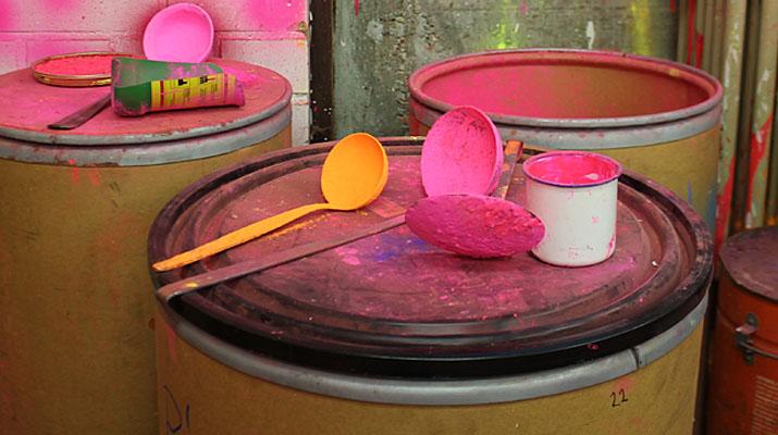 Räume des ehemaligen Ateliers von Rupprecht Geiger mit Werkzeugen und Farbe des Malers Geiger