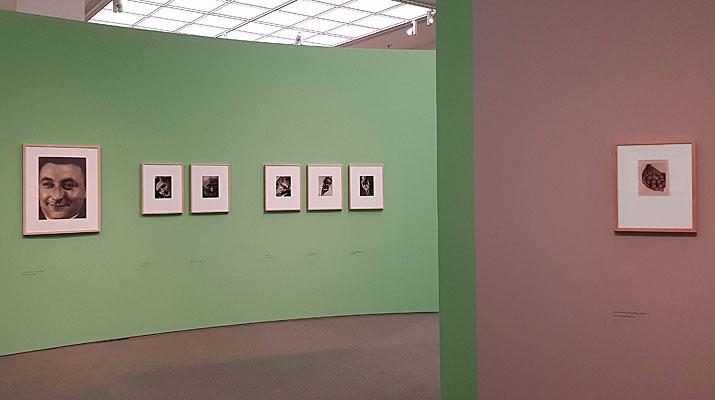 Die Ausstellung Aenne Biermann in der Pinakothek der Moderne in München umfasst rund 100 Fotografien von Aenne Biermann