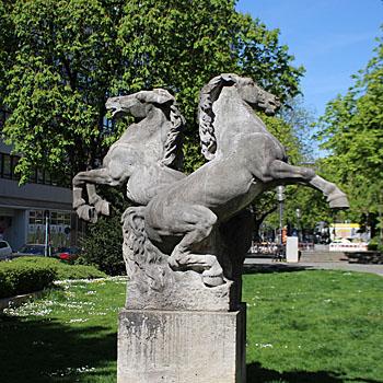 Franz Mikorey: Springende Pferde - Kunst im öffentlichen Raum Münchens