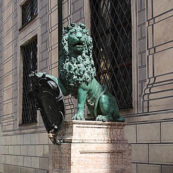 Kunst im öffentlichen Raum München: Hubert Gerhard Bronzelöwen