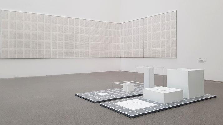 Ausstellung Hanne Darboven, Günther Förg und Sol LeWitt in der Pinakothek der Moderne in München