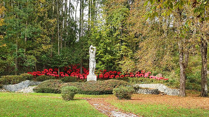 Mohnblumen von Walter Kuhn am Platz an der Freiheit in Penzberg